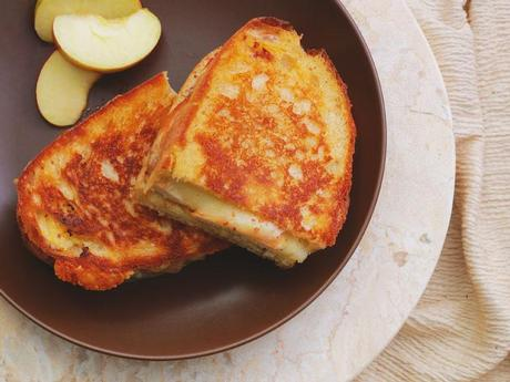 Grilled cheese au dindon, cheddar et pommes